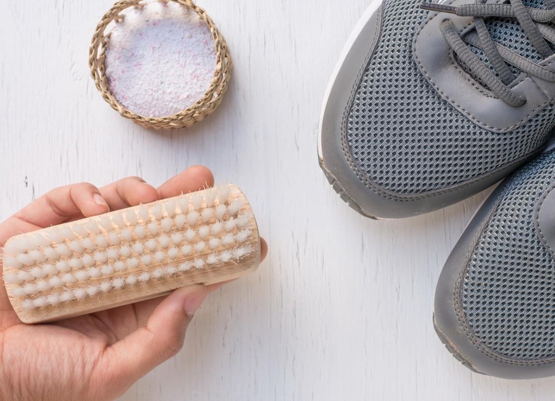 Comment nettoyer vos chaussures à la main ou dans la machine à laver